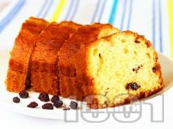 Лесен домашен пухкав и сочен маслен кекс с кисело мляко, стафиди и ванилия - снимка на рецептата